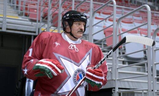 Lukašenko, dusmojoties par sporta attīstību, salīdzina Latvijas un Baltkrievijas hokejistus