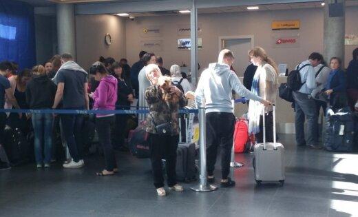 Самолет совершил экстренную посадку без носового шасси ваэропорту Риги