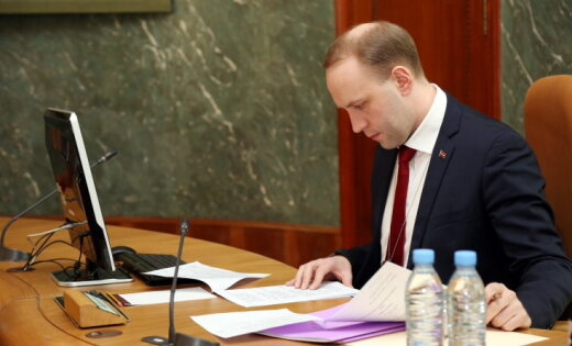 Сократил себя? Главный чиновник Латвии ушел в отставку