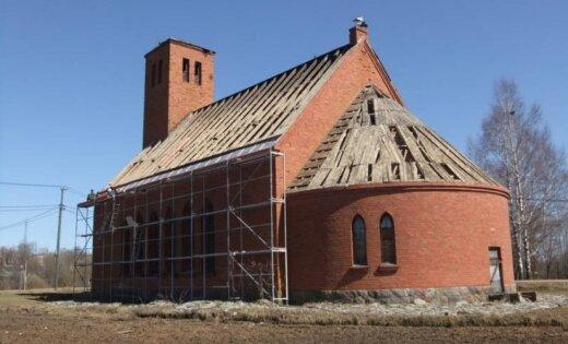 Indras pagasta baznīcai maina jumtu