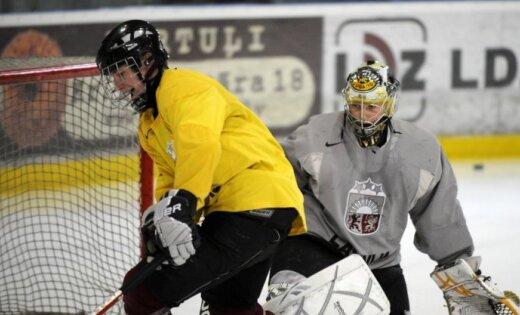 Latvijas U-18 hokeja izlase nosargā uzvaru mačā pret Šveici