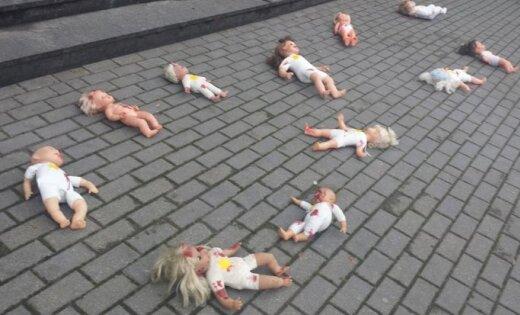 Премьера мюзикла о Цукурсе: зрителей встретили окровавленные куклы