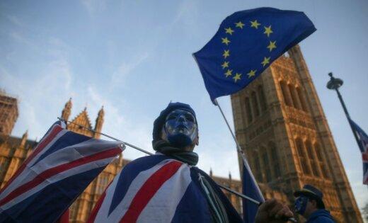 Lielbritānija 'Brexit' dēļ var zaudēt gandrīz 500 000 darbavietu