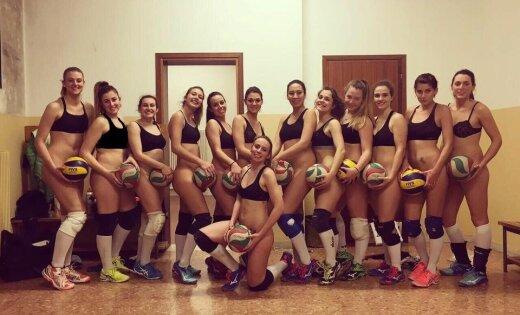 Итальянские волейболистки отпраздновали победу вчемпионате, снявшись без шорт