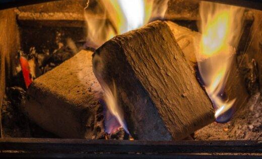 Uzraudzīt sveces un būt uzmanīgiem ar pirotehniku – ugunsdzēsēju ieteikumi drošiem svētkiem