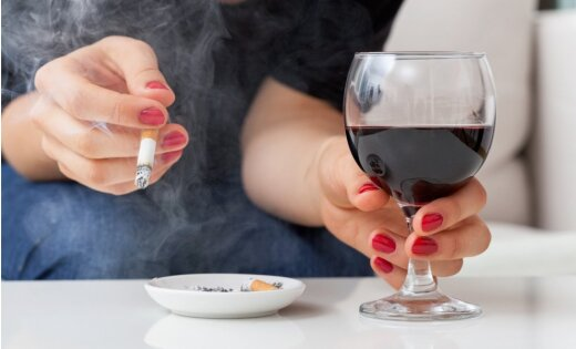 Полиция Риги: подростков задерживают за курение, пьянство и хулиганство