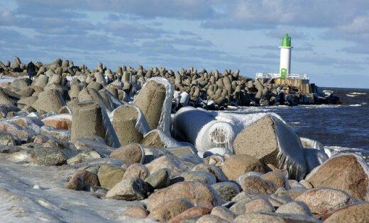 Fotoreportāža: Lāstekas un dīvaini ledus veidojumi Ventas ietekā