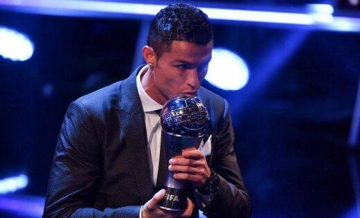 Криштиану Роналду признан лучшим игроком года поверсии FIFA