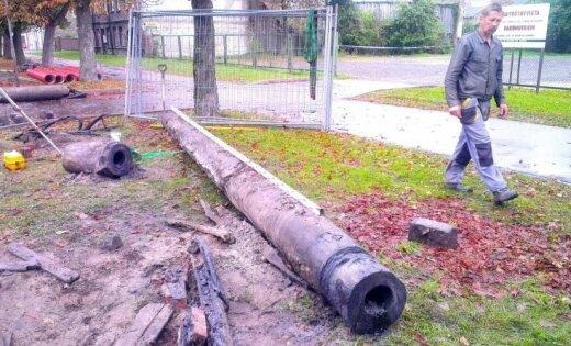 Liepājā atrakts aptuveni simts gadus vecs koka cauruļvads