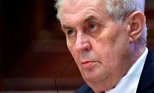 Čehijas prezidents pajoko, ka žurnālistus vajadzētu likvidēt