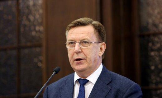 Koalīcija atbalsta iniciatīvu par 100 eiro pabalstu represētajiem Latvijas simtgadē, norāda premjers