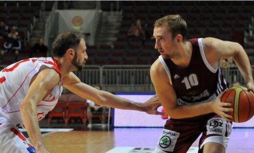 Latvijas basketbolistiem pirmā uzvara pārbaudes spēlēs