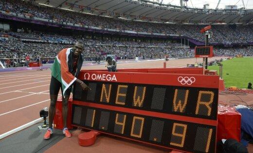 Kenijietis Rudiša ar jaunu pasaules rekordu izcīna olimpisko zeltu 800 metru skrējienā