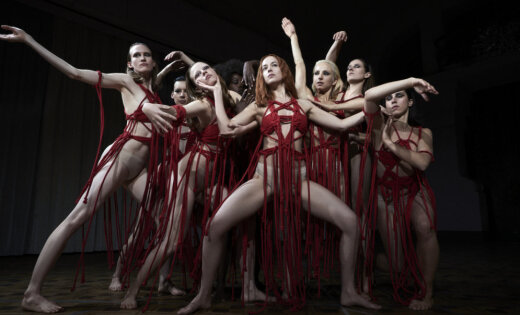 Вновом трейлере ужастика Дакота Джонсон танцует сдемонами