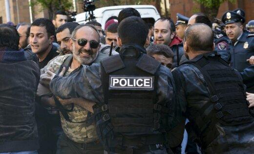 Волнения в Ереване: протестующие начали блокировать центральные улицы