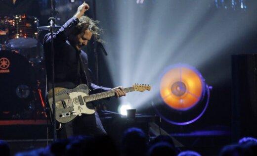 Foto: Rokenrola slavas zālē uzņem 90. gadu grandus no 'Pearl Jam'