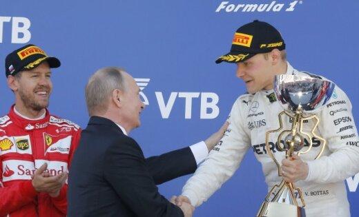 'Mercedes' pagarina līgumu ar Valteri Botasu