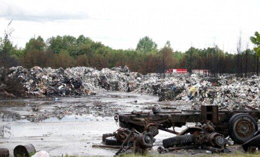 Jūrmalas nelegālās atkritumu glabātavas ugunsgrēka lietā trīs aizdomās turētie