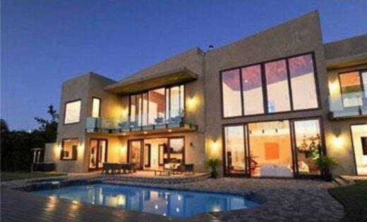 Kā izskatās Riannas 10 miljonus vērtā māja