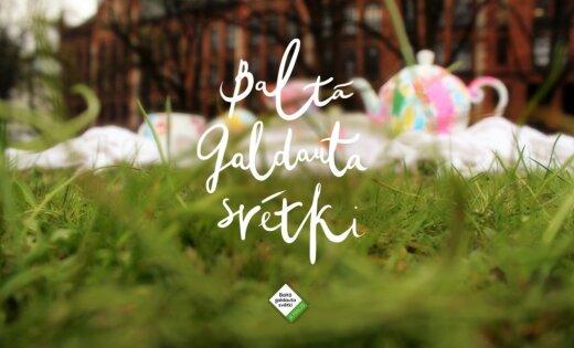 Dziesmas, cienasts vai dekori – pastāsti 'Delfi Aculieciniekam', kā svini Baltā galdauta svētkus?