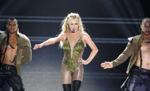 Бритни Спирс показала грудь насвоем концерте