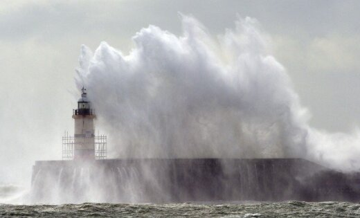 Синоптики предупреждают о шквальном ветре и сильных дождях