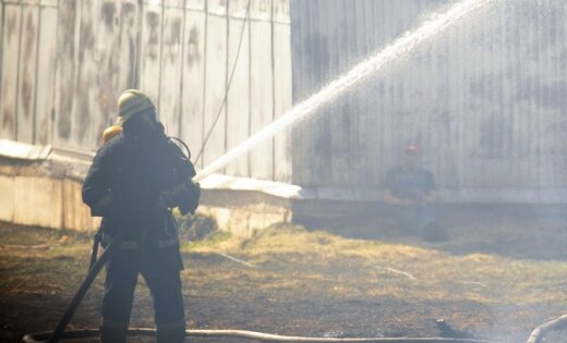 Полиция не среагировала на вызов о неадекватном мужчине: позже тот сжег квартиру