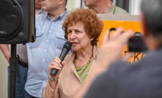 """Татьяна Жданок провела митинг возле """"Рижского централа"""""""