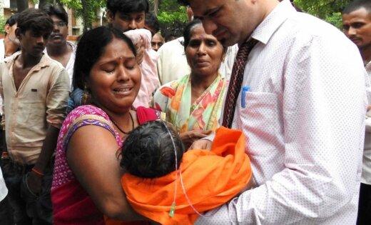 Slimnīcā Indijā miruši 60 bērni