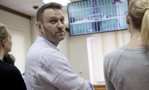 Kinorežisors Zvjagincevs kritizē Putinu par Navaļnija izslēgšanu no vēlēšanu cīņas