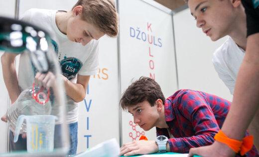 В школах сделают упор на физику и интернет-кружки