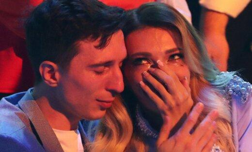 Krievijas pārstāve Jūlija pēc neveiksmes 'Eirovīzijā' nespēj valdīt asaras