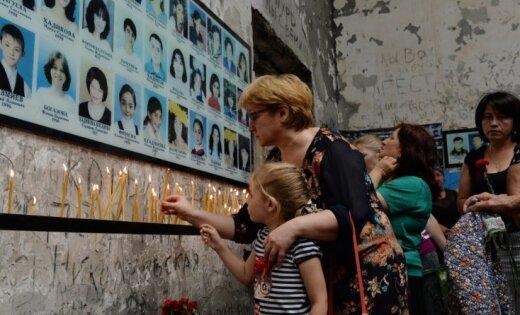 ВРФ женщины протестовали вфутболках снадписью «Путин— палач Беслана»