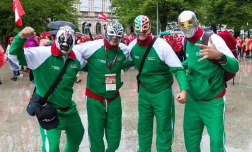 Foto: Lietainos laika apstākļos Rīgā svinīgi atklāj Pasaules sporta spēles
