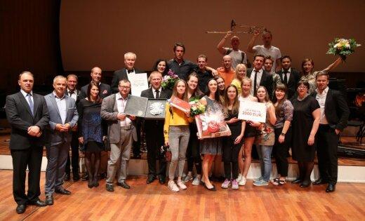 Dziesmu svētku Lielo balvu saņēmis Latvijas Universitātes Pūtēju orķestris