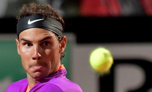 Māla karalis Nadals Romas 'Masters' ceturtdaļfinālā negaidīti zaudē Tīmam