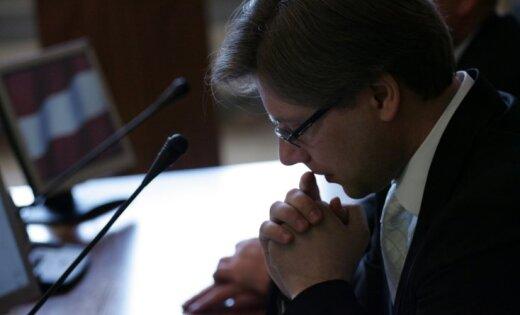 Ušakovu pārvedīs uz klīniku Vācijā