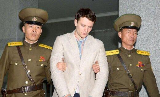 Miris no ieslodzījuma Ziemeļkorejā atbrīvotais ASV students