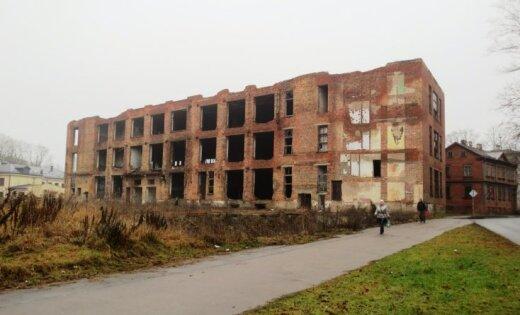 Rīgā nojauks vēl trīs graustus
