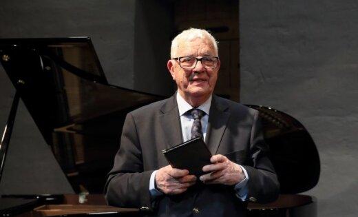 ФОТО: Раймонд Паулс награжден грузинским Орденом чести
