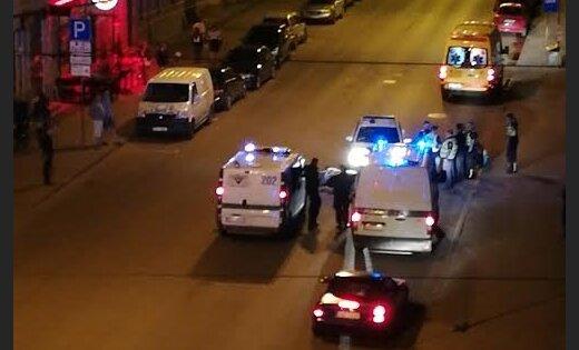 ФОТО: На улице Матиса столкнулись мопед и бус муниципальной полиции