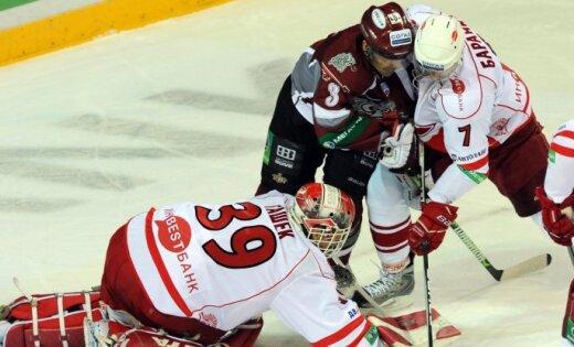 Rīgas 'Dinamo' piekāpjas 'Spartak' un pārtrauc uzvaru sēriju