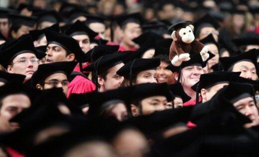 Desmit ārvalstīs skolotiem jauniešiem par praksi valsts pārvaldē maksās 1000 eiro mēnesī