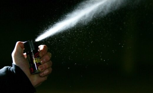 Хулиган распылил в лицо кассиру газ: пострадавшая получила ожоги глаз
