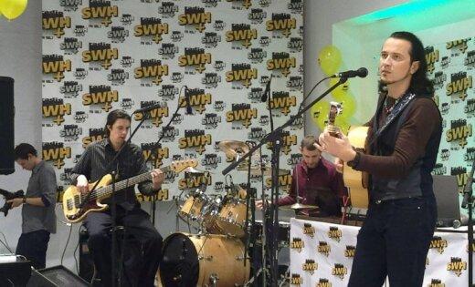 Торговые центры начали завлекать покупателей живой музыкой (видео)