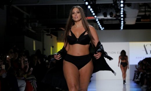 Модель plus-size Эшли Грэм стала лицом бренда косметики