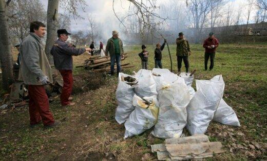 Desmiti tūkstoši talcinieku devušies sakopt Latviju