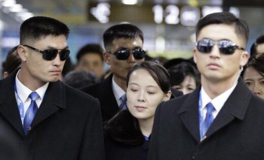 Foto: Diktatora Kima Čenuna māsa ieradusies Dienvidkorejā