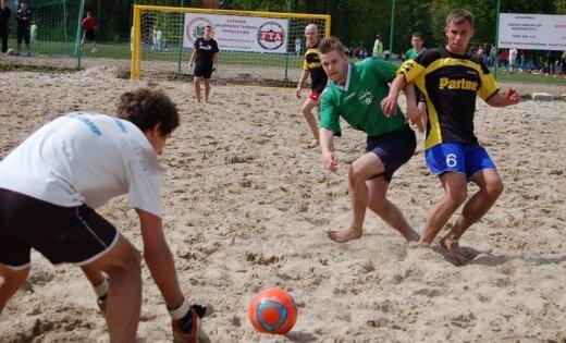 Tiks noskaidroti Latvijas čempioni pludmales futbolā