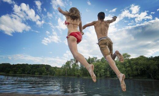 Опрос: 71% жителей Латвии полагают, что плохо плавают